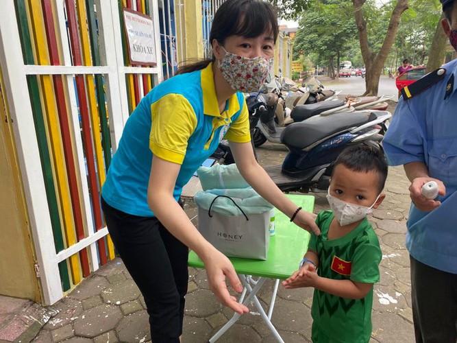 kindergarten, primary school pupils head back to school in hanoi hinh 14