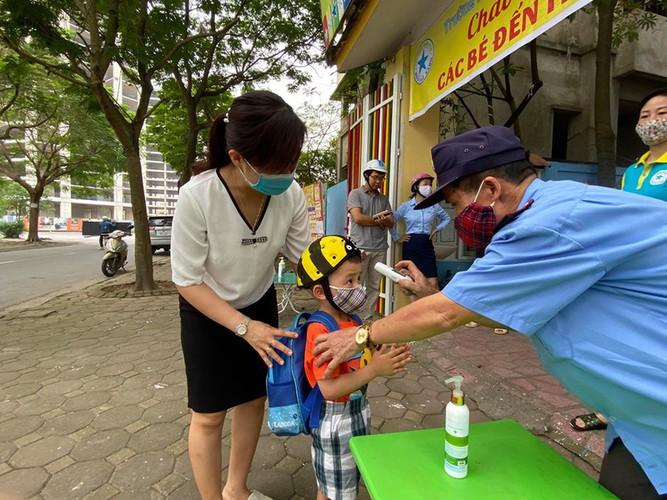 kindergarten, primary school pupils head back to school in hanoi hinh 15