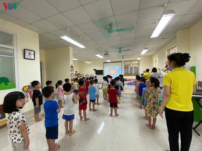kindergarten, primary school pupils head back to school in hanoi hinh 16