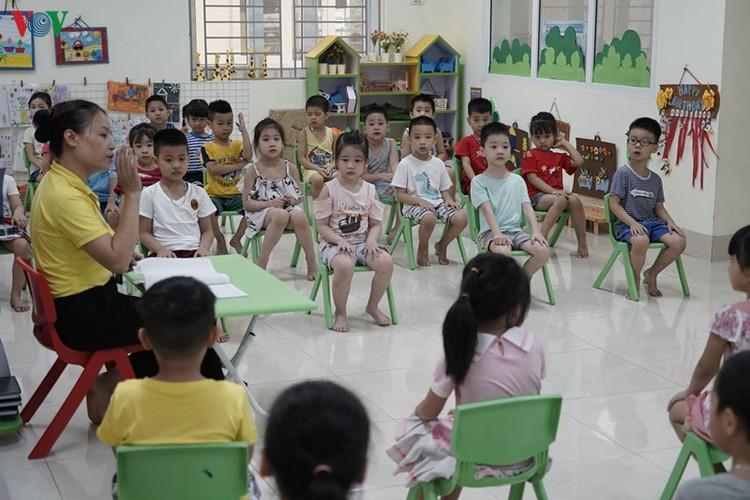 kindergarten, primary school pupils head back to school in hanoi hinh 17