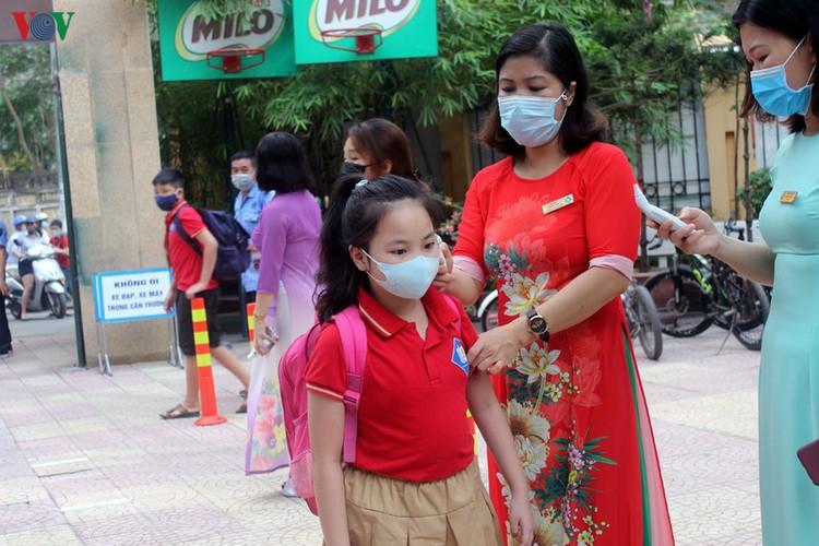 kindergarten, primary school pupils head back to school in hanoi hinh 6