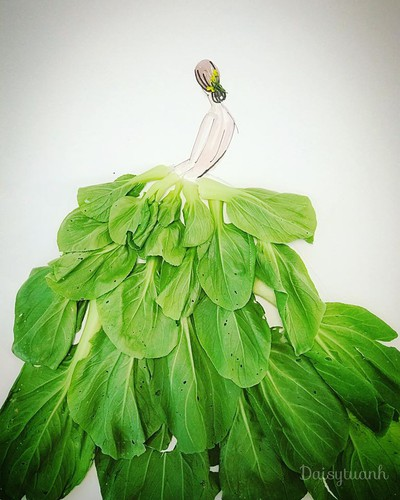 housewife shows off artistic gowns made from vegetables hinh 2