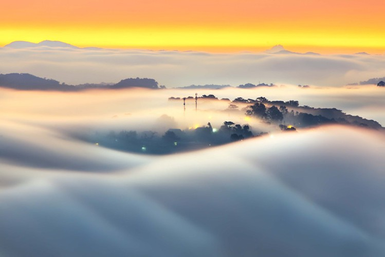 romantic da lat hidden in magnificent morning clouds hinh 1