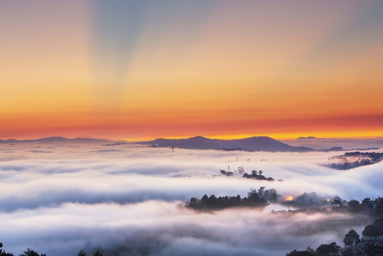 romantic da lat hidden in magnificent morning clouds hinh 5
