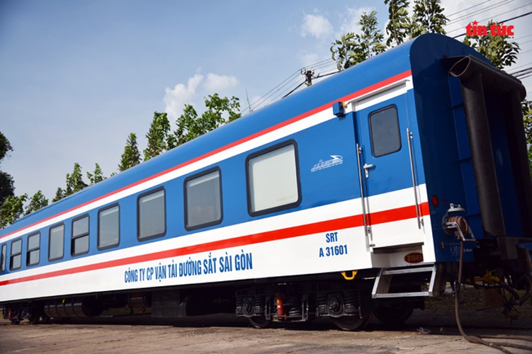 new train set to be equipped with luxury bar hinh 2