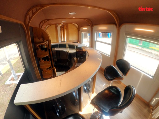 new train set to be equipped with luxury bar hinh 6