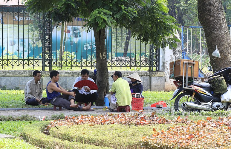 hanoi swelters in the midst of a summer heat wave hinh 12