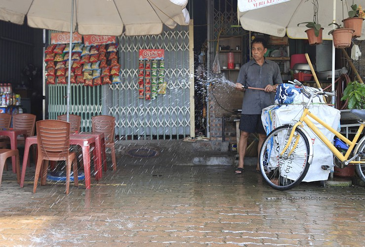hanoi swelters in the midst of a summer heat wave hinh 13