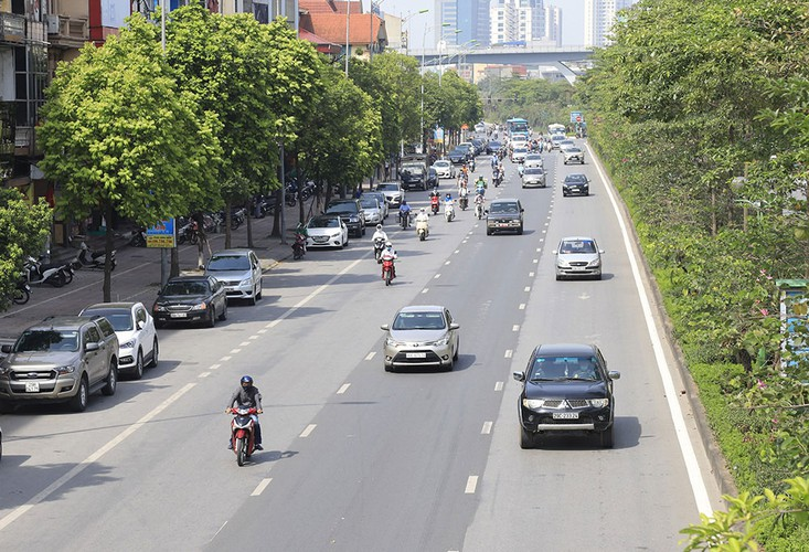 hanoi swelters in the midst of a summer heat wave hinh 1