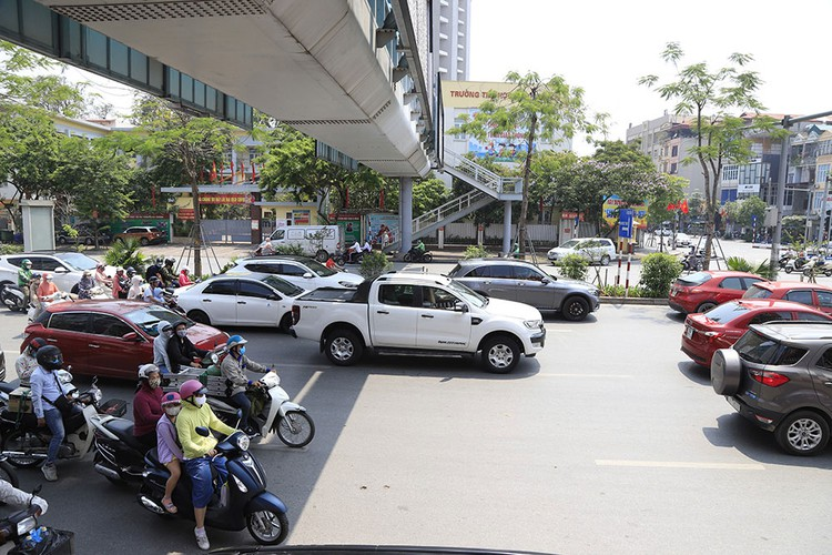 hanoi swelters in the midst of a summer heat wave hinh 2