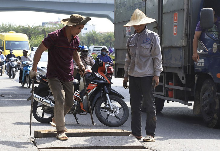 hanoi swelters in the midst of a summer heat wave hinh 7