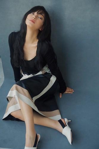 foreign website lavishes praise on local fashionista chau bui hinh 5