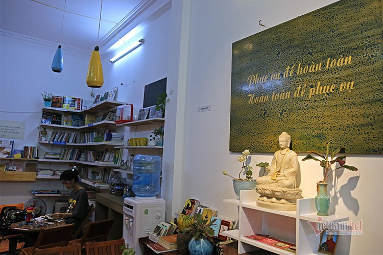 free library in hanoi proves popular among local readers hinh 11