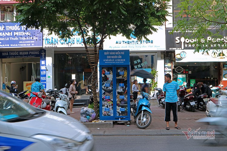 free library in hanoi proves popular among local readers hinh 13