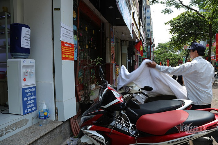 free library in hanoi proves popular among local readers hinh 14