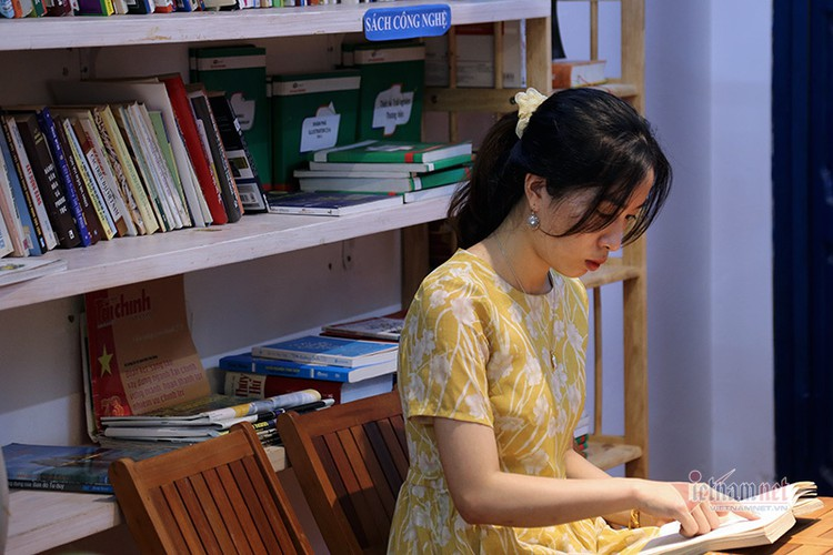 free library in hanoi proves popular among local readers hinh 4