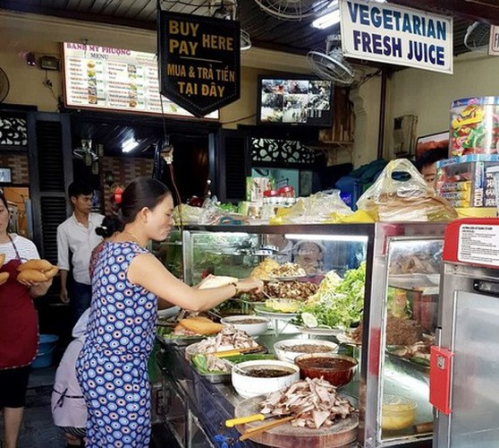 must-try street food options for a day trip to hoi an hinh 1