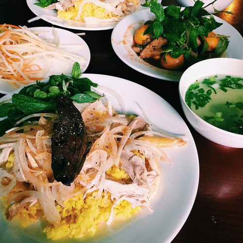 must-try street food options for a day trip to hoi an hinh 10