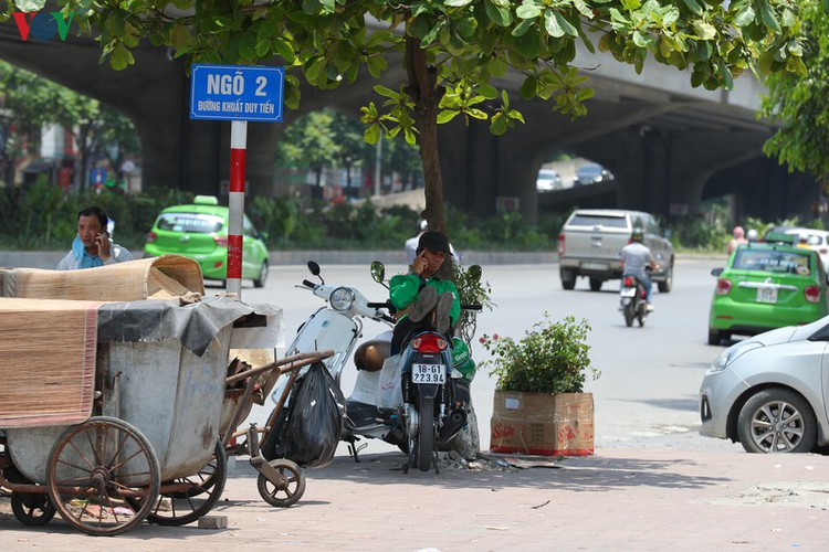 hanoi swelters in grip of summer heat wave hinh 11