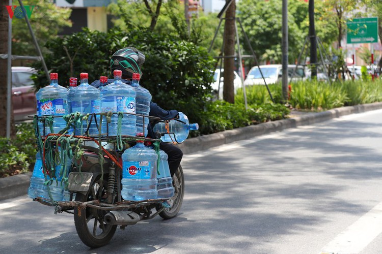 hanoi swelters in grip of summer heat wave hinh 12