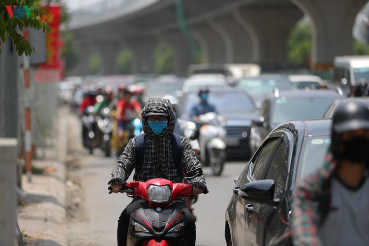 hanoi swelters in grip of summer heat wave hinh 3