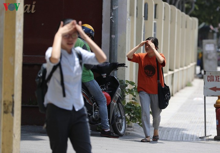 hanoi swelters in grip of summer heat wave hinh 9