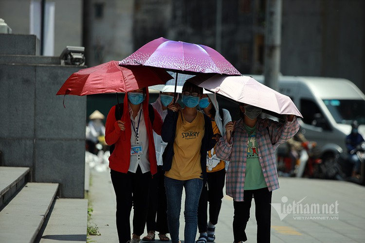 hanoians seek measures to cope with prolonged heat wave hinh 10