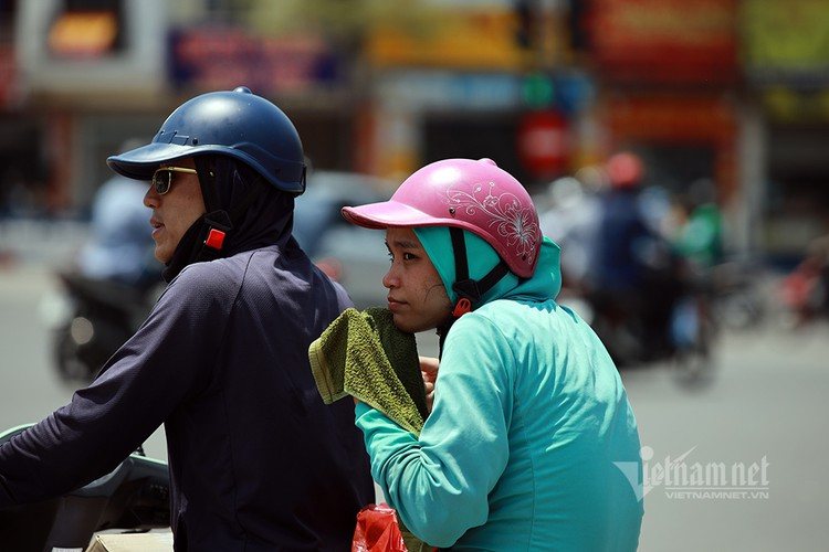hanoians seek measures to cope with prolonged heat wave hinh 3