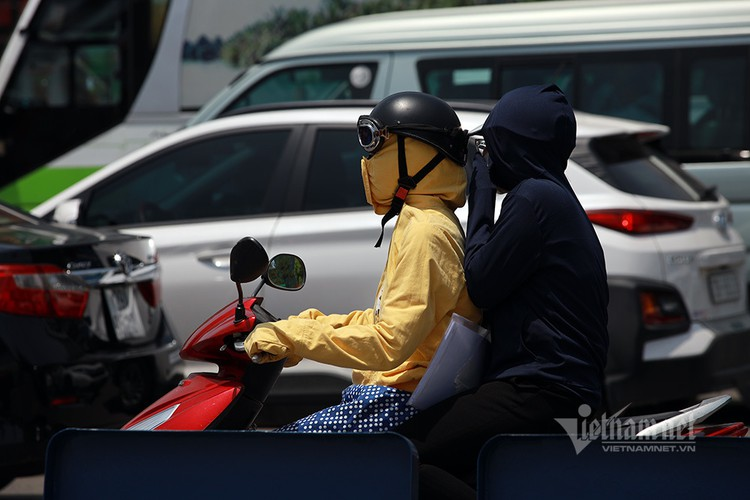 hanoians seek measures to cope with prolonged heat wave hinh 4