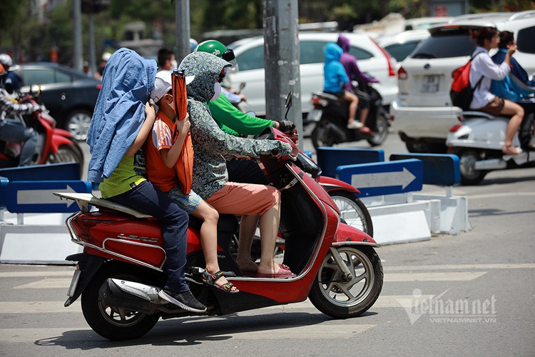 hanoians seek measures to cope with prolonged heat wave hinh 6