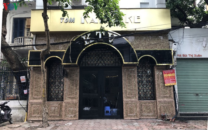 karaoke bars in hanoi remain quiet after re-opening hinh 1