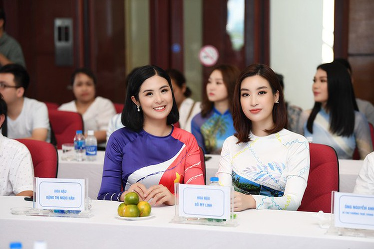 beauty queens shine in ao dai bearing images of national sea and islands hinh 12
