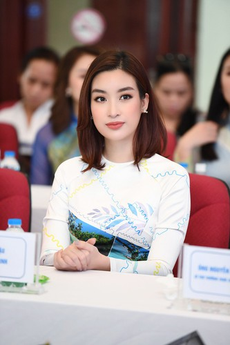beauty queens shine in ao dai bearing images of national sea and islands hinh 14