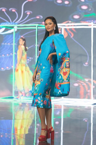beauty queens return to fashion show following covid-19 epidemic hinh 3
