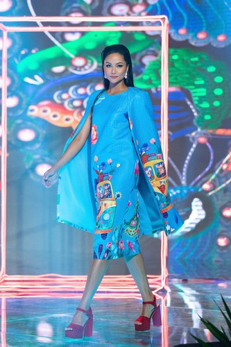 beauty queens return to fashion show following covid-19 epidemic hinh 4