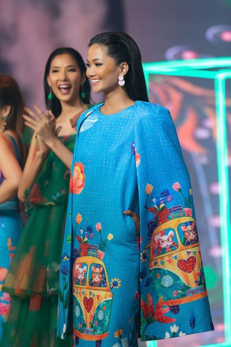 beauty queens return to fashion show following covid-19 epidemic hinh 5
