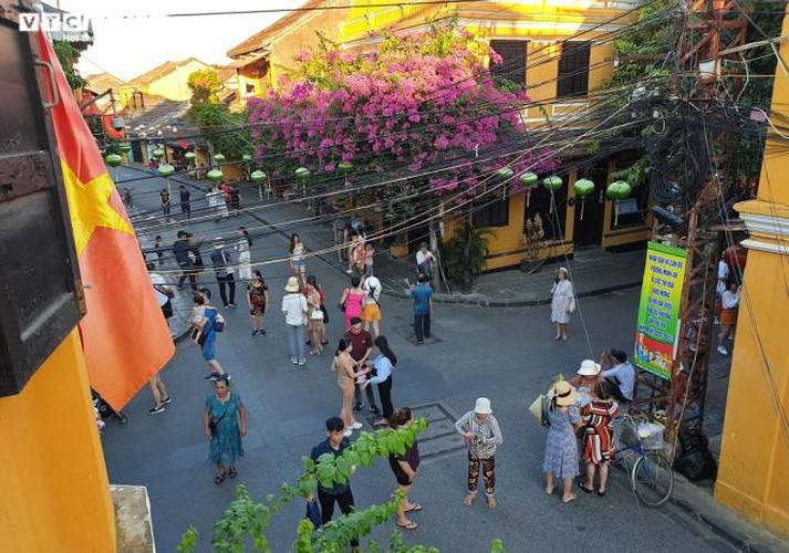 vibrant atmosphere returns to hoi an's old quarter following re-opening hinh 6