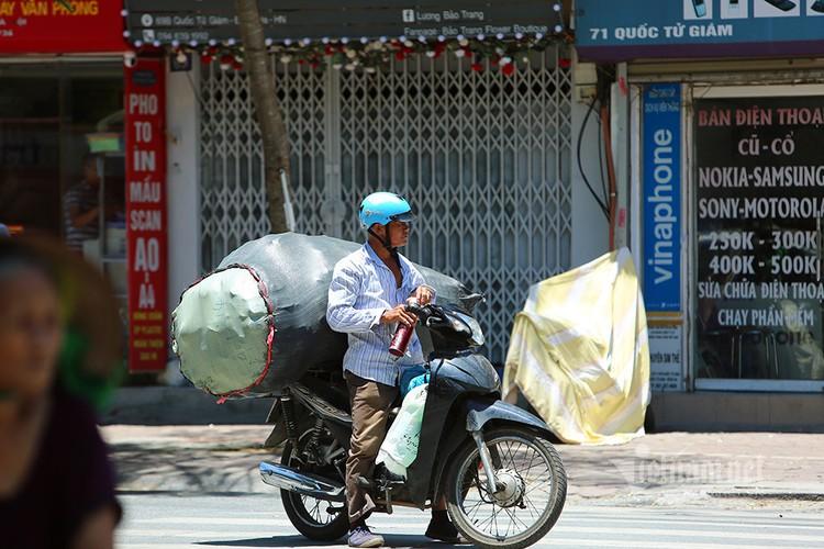 hanoi endures second heat wave, temperatures drop in hcm city hinh 1