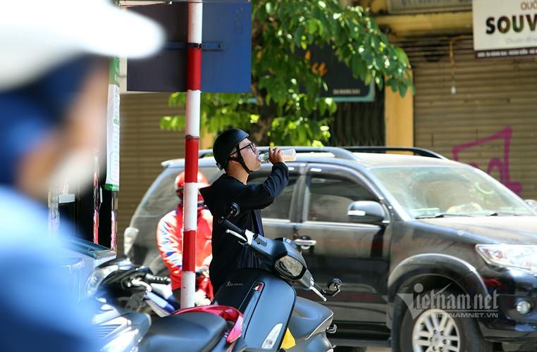 hanoi endures second heat wave, temperatures drop in hcm city hinh 2