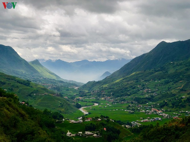 romantic valley seen from fansipan cable car hinh 10