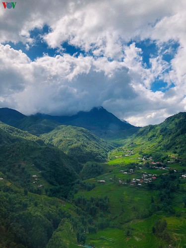 romantic valley seen from fansipan cable car hinh 3
