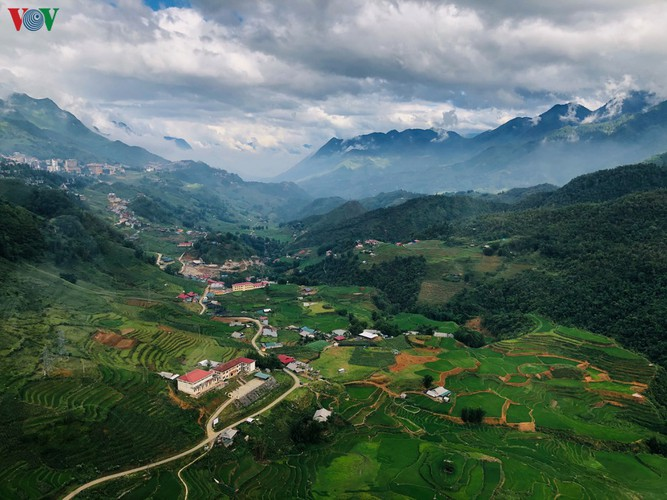 romantic valley seen from fansipan cable car hinh 4
