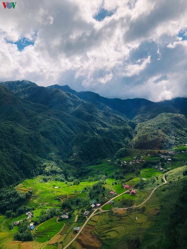romantic valley seen from fansipan cable car hinh 7