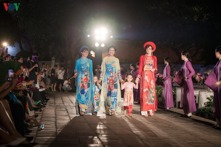 ao dai displaying vietnamese cultural heritage on show in hanoi hinh 11