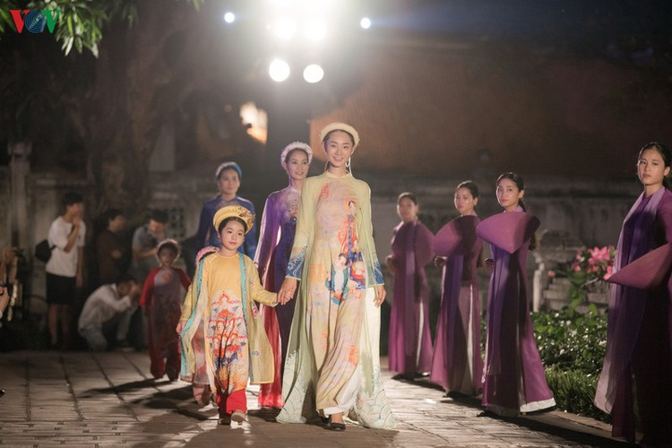 ao dai displaying vietnamese cultural heritage on show in hanoi hinh 12