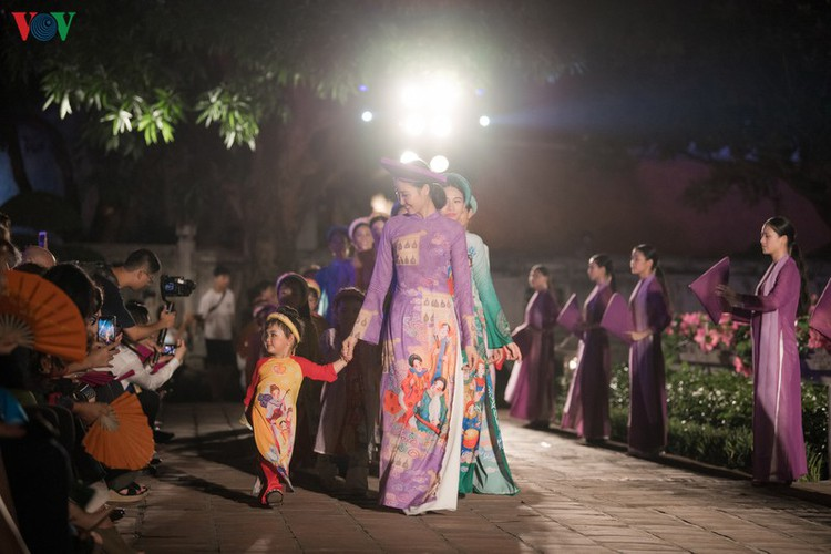 ao dai displaying vietnamese cultural heritage on show in hanoi hinh 13