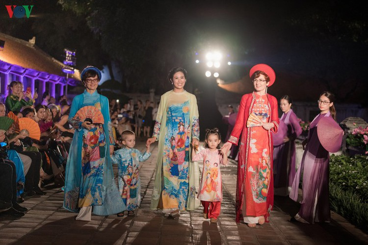 ao dai displaying vietnamese cultural heritage on show in hanoi hinh 14
