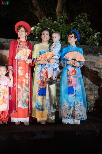 ao dai displaying vietnamese cultural heritage on show in hanoi hinh 15