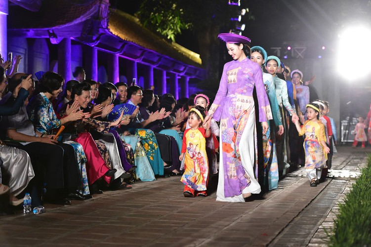 ao dai displaying vietnamese cultural heritage on show in hanoi hinh 1