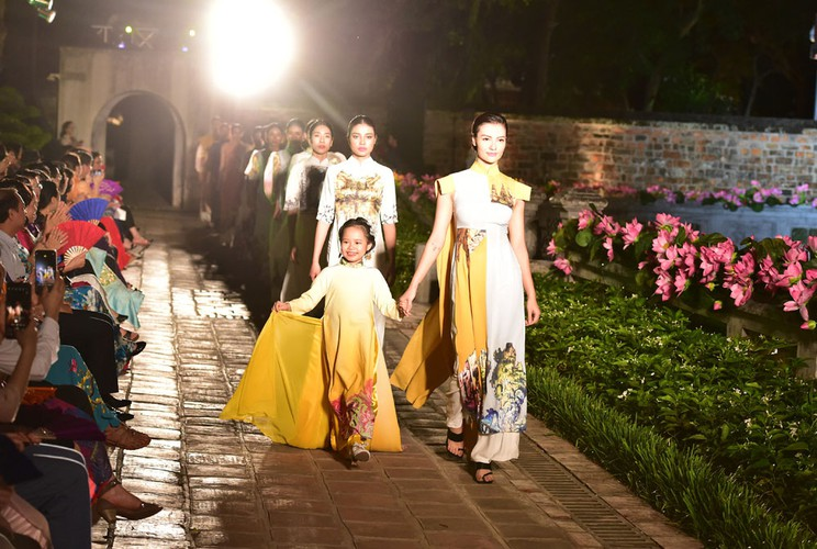ao dai displaying vietnamese cultural heritage on show in hanoi hinh 4